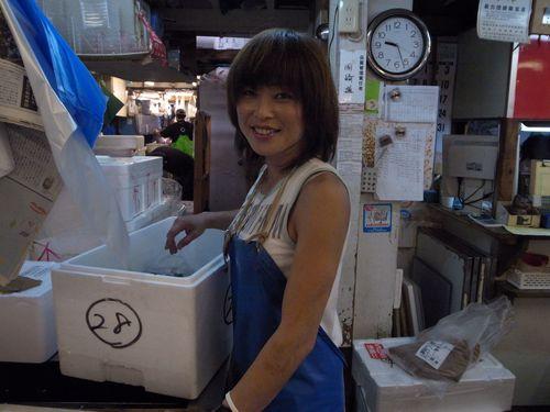 Tokyo, Tsukiji, jolie vendeuse