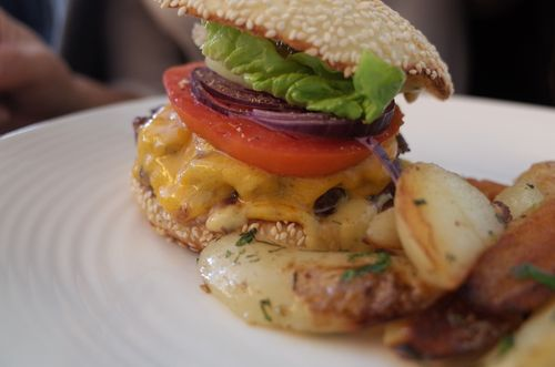 Paris, Trama, hamburger